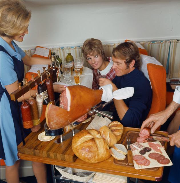 Jak se dřív jedlo v letadle? Foto: Archiv SAS