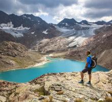 Europa 2015, Italien, Suedtirol, Ratschings (Racines), Ridnaun Tal, Aufstieg von der Teplitzer Huette zur Schutzhuette Becherhaus, Uebeltalsee in Gletscherblau