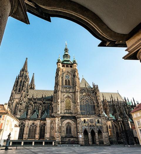 Nejnavštěvovanější památkou hlavního města je Pražský hrad