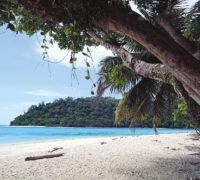 Nádherný Ko Rok s pláží a bělostným pískem