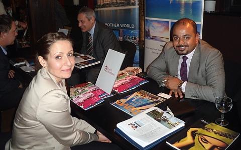 Na snímku slečna Kristýna Gottwaldová, Sales&Marketing Manager z časopisu Travel Digest, společně s panem Tarekem Al Gharem ze společnosti Desert Adventures, přední DMC ze Spojených arabských emirátů. Foto: Vlaďka Bratršovská