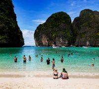 Ikonická zátoka Maya Bay zůstane pro turisty nepřístupná až do roku 2021