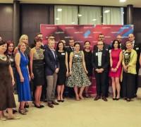 Ředitelé zahraničních zastoupení na hromadné fotografii s Monikou Palatkovou a Janem Hergetem. Foto: Lucie Poštolková
