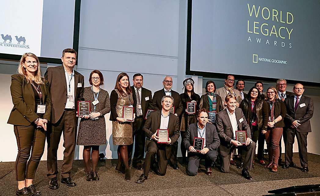 Slavnostní ocenění World Legacy Award. Zprava Rika Jean François, CSR Commissioner, Gay & Lesbian Travel Segment, s finalisty a vítězi World Legacy Award. Foto: Archiv ITB Berlin