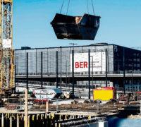 Blick am 18.03.2015 auf eine Baustelle am Südpier des neuen Hauptstadtflughafens Berlin Brandenburg Willy Brandt (BER) in Schönefeld (Brandenburg). Am selben Tag wurde Journalisten während eines Presserundganges der derzeitige Baustand am neuen Hauptstadtflughafen gezeigt. Foto: Patrick Pleul/dpa +++(c) dpa - Bildfunk+++