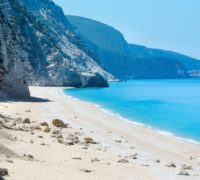 Pláž Egremni na ostrově Lefkada. Foto: www.fantasytravelofgreece.com