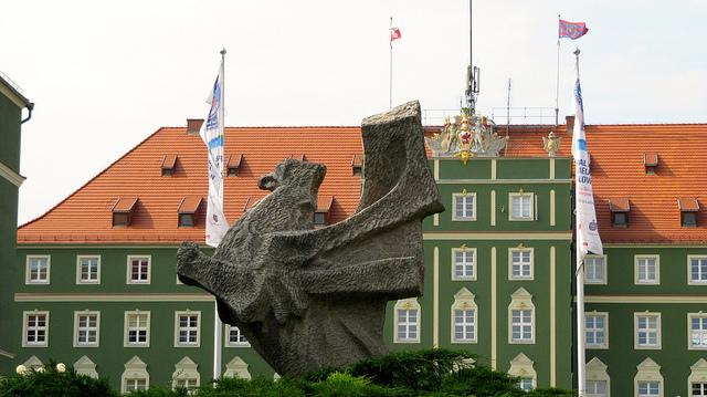 Socha orla na náměstí Zdroj: Flickr.com/ a.fiedler
