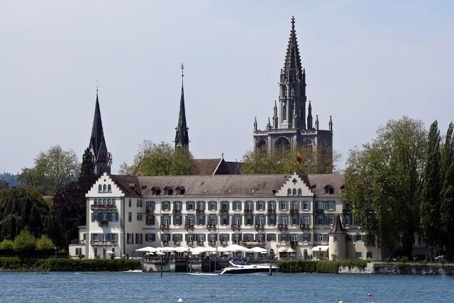 Kostnice, Inselhotel a kostel Nanebevzetí Panny Marie, foto Tourist Information Konstanz