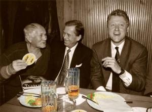 Bohumil Hrabal a Bill Clinton U Tygra, Praha, 1994, Foto: Jiří Jírů