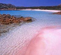 Růžová pláž na ostrově Budelli