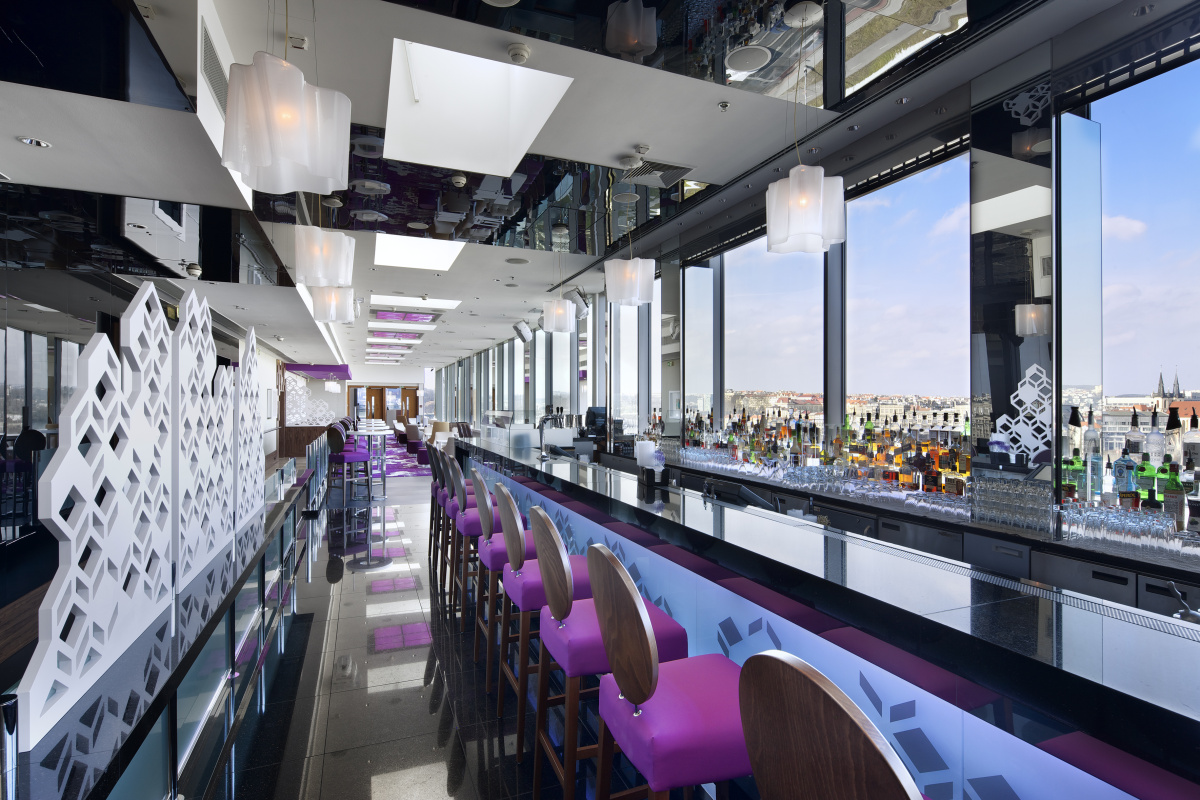 Obrazem cloud 9 sky bar lounge v nov m designu ttg for Cloud 9 architecture