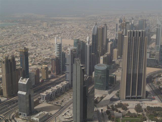 Pohled na město z mrakodrapu Burj Kalify je úchvatný. Ale nesmí být zrovna po písečné bouři. Foto: Vlaďka Bratršovská