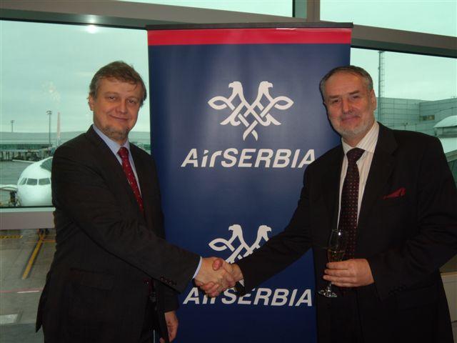 Na snímku Ivan Vodička, General Manager, Aviareps, GSA Air Serbia v Praze, a pan Zoran Hudak, European Sales, Air Serbia. Foto: Vlaďka Bratr?ovská