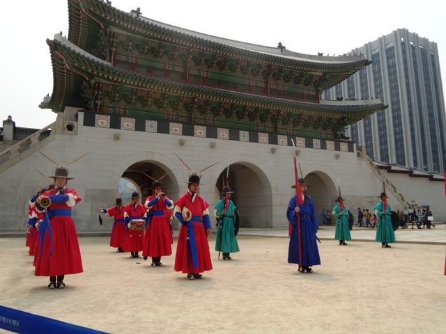 Královský palác Geyongbokgung v Soulu, výměna královské gardy. Foto: Vlaďka Bratršovská