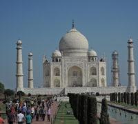 Indie zdražila vstupné do Tádž Mahalu, chce méně návštěvníků
