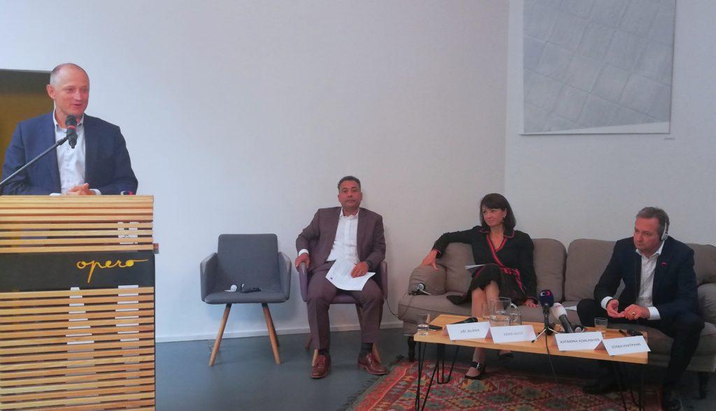 Zleva: Jiří Jelínek (Fischer Group), Ferid Nasr (Exim Tours), Katarína Kohlmayer (KKCG), Sören Hartmann (Rewe Group).