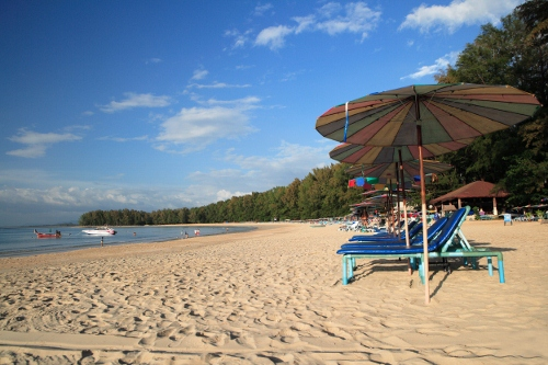 Nai Yang Beach at Sirinat National Park in northern coast of Phuket. Foto: zdroj TAT