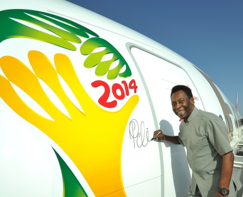 Emirates' Global Ambassador Pele signs the Boeing 777-300ER