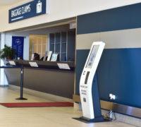 Cestující na Letišti Praha mohou reklamovat zavazadla nově pomocí samoobslužných kiosků