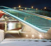 Benátky vymění skleněný povrch mostu, za deště je kluzký