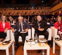 Ministryně Karla Šlechtová s účastníky konference Evropský Habita v Praze, Foto MMR
