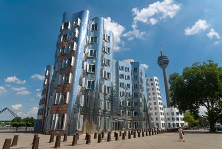 Historie zahalená v lesku moderního Düsseldorfu