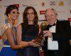 Předání ceny – zprava: Graham Cooke, prezident a zakladatel, World Travel Awards, Agnes Szeidl, ředitelka obchodního rozvoje pro Řecko a Kypr, Hilton Hotels & Resorts