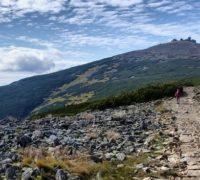 V Krkonoších od 1. srpna rozšíří zábrany proti neukázněným turistům