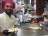 Dvacetiletý Issa z Tanzánie dříve vařil v hotelu v Keni. Foto: A-ja