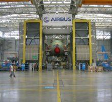 Airbus pozastavuje výrobu ve Francii a Španělsku