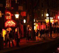 Obyvatelé Amsterodamu nechtějí masový návrat turistů