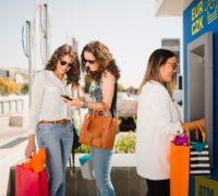 7 tipů, jak v zahraničí vybírat z bankomatu
