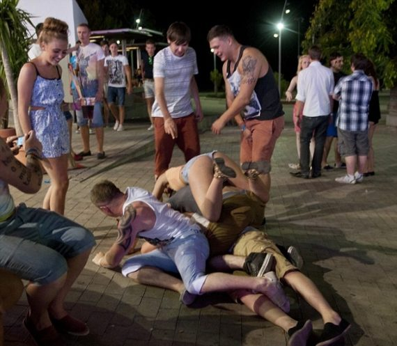 Bezhlavě pitky v ulicích se radní v Palma de Mallorca i na Praze 1 snaží omezit. Foto: archiv