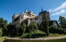 Víte, kde hledat kraj hradů, zámků a legend?