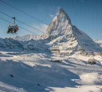 Schweiz. ganz natuerlich. Sessellift vor dem imposanten Matterhorn.  Switzerland. get natural.  Chairlift in front of the imposing Matterhorn.  Foto: swiss-image.ch/Jan Geerk