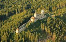 Tip na víkend: Rýžování zlata nebo psaní středověkých listin na hradě Kašperk