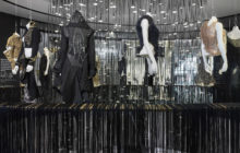 Modely Alexandra McQueena jsou k vidění v Praze