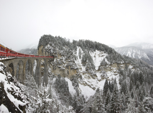 Albula Foto: Rhaetische Bahn   By-line: swiss-image.ch/Andrea Badrutt