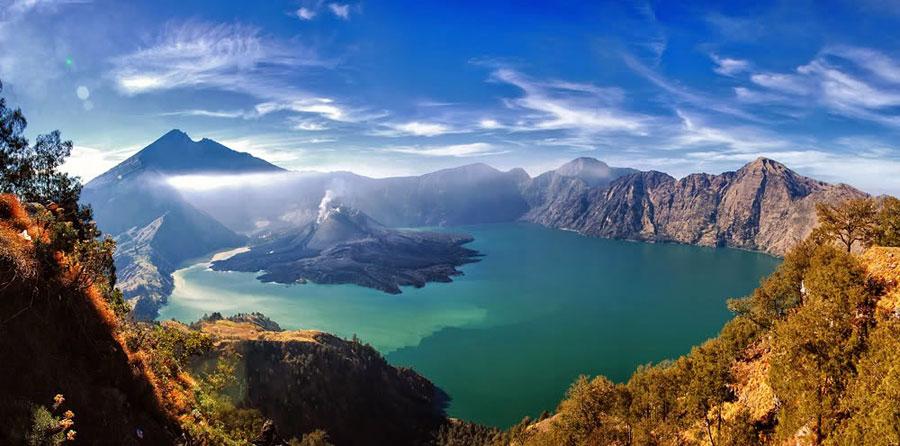 Pohled do kaldery sopky Rinjani. Zdroj: trekkingrinjani.com