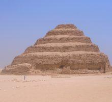 Stupňovitá Džoserova pyramida vegyptské Sakkáře je znovu zpřístupněna