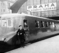 """Motorový vůz řady M 290 (""""Slovenská strela""""), 1936. Výrobce Tatra Kopřivnice,Jízdní doba Slovenské strely mezi Prahou a Bratislavou v roce 1938 byla (včetně tříminutové zastávky v Brně) 4 hodiny 18 minut."""