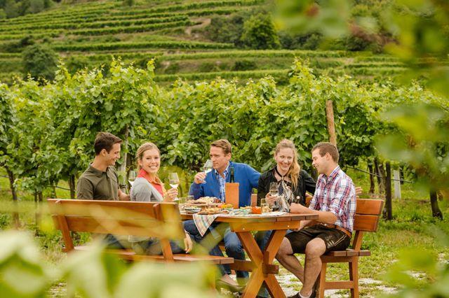Příjemné společné posezení u vína, Foto: Rita Neroman