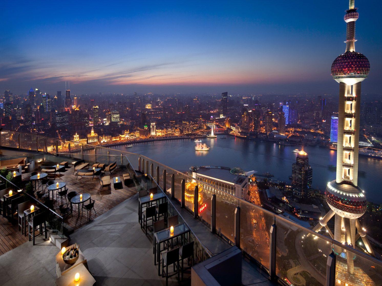 Flair Rooftop Restaurant Bar, hotel Ritz-Carlton, Šanghaj (Čína). Zdroj: Design Hotels